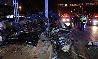 Direğe çarpan otomobil hurdaya döndü: 1 ölü, 1 yaralı