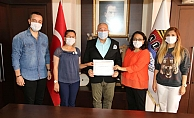 Sağlıkçılardan Mehmet Şahin'e teşekkür belgesi