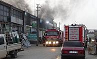 Sanayide yangın, 3 araç kül oldu