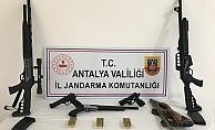 Silah kaçakçılığı yapan şahsın evine operasyon düzenlendi