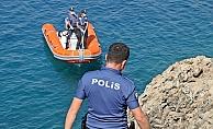 Zıpkınlı dalgıç polisi alarma geçirdi