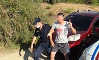 Hurdaya dönen otomobili çekiciye yükletirken polise yakalandı