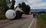 LPG yüklü tır ile minibüs çarpıştı: 6 yaralı