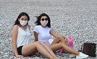 Plajlarda maskeli güneşlenme dönemi