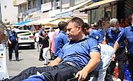 Aranan şüpheli polise bıçakla saldırdı: 2 polis yaralı