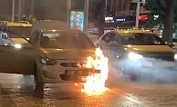 Alanya'da hareket halinde otomobil alev alev yandı!