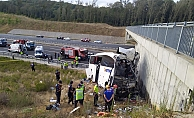 Yolcu otobüsü yoldan çıktı: 5 ölü, 26 yaralı
