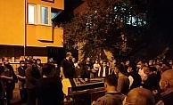 Özel hastane önünde ölen vatandaş için evinin önünde helallik istendi