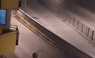 Cadde ortasında kadına attığı tokat mahalleliyi ayağa kaldırdı