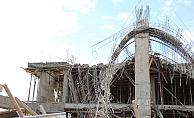 İnşaatın beton kalıbı çöktü: 4 yaralı