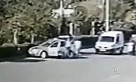 Motosikletli gencin önünü keserek darp ettiler