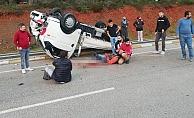 Virajı alamayan kamyonet devrildi: 1'i ağır 2 yaralı