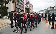 Alanya'da uyuşturucu operasyonunda adliyeye çıkartılan 25 şüpheli tutuklandı