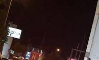 Canı sıkılan genç kız araçtan inip dans etti, trafik kilitlendi