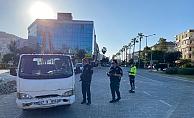 Alanya'da polis denetim yapıyor! Yasağa uymayanlara ceza kesiliyor