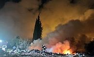 Katı atık yangınında gökyüzü dumanla kaplandı