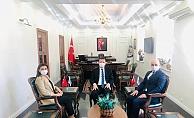 Satranç Federasyonu Başkanı Tulay Kaymakam Ürkmezer'i ziyaret etti