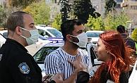 Polis noktasında sevgilisine ceza yazıldığını düşünüp, gözyaşlarını tutamadı