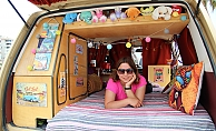 Genç hemşire klasik otomobil ile karavan hayalini birleştirdi