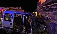 Alanya'da hafif ticari araç TIR'a çarptı: 2 yaralı