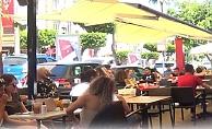Alanya'da kafe ve restoranlara akın ettiler