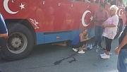 Otobüsün altında kalan  kadın ölümden döndü