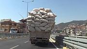 Saman yüklü kamyonun tehlikeli yolculuğu