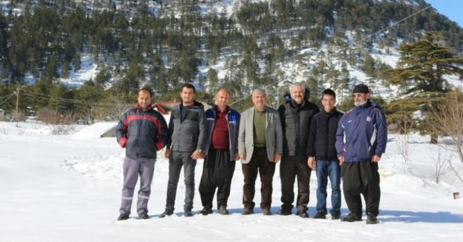 Yaylada mahsur kalan çifti Büyükşehir ekipleri kurtardı