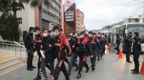 Alanya'da jandarmanın film gibi uyuşturucu operasyonunda 25 tutuklama