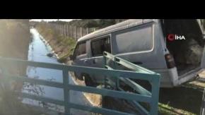 Alanya#039;da şoförün gözüne güneş geldi, işçileri taşıyan minibüs kanala uçtu