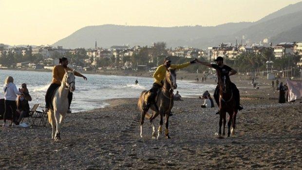 Alanya'da at üstünde deniz keyfi