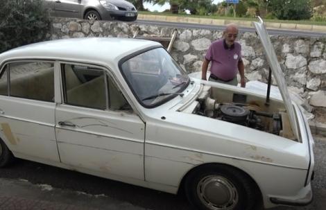 Alanya'da Anadol marka aracına 46 yıldır gözü gibi bakıyor